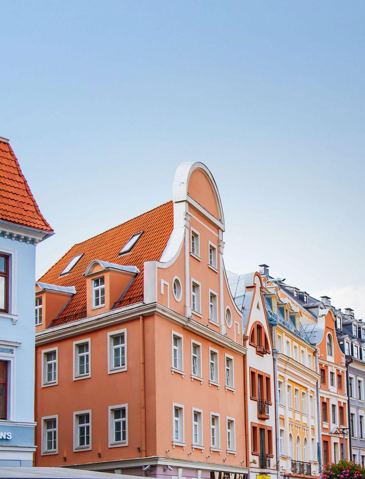 Häuserreihe in bunten Farben